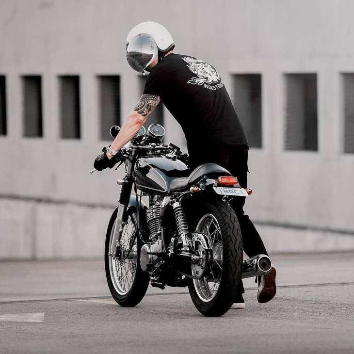 @therealdavidsoo with his Yamaha SR400 / 📷: @kodakwhat