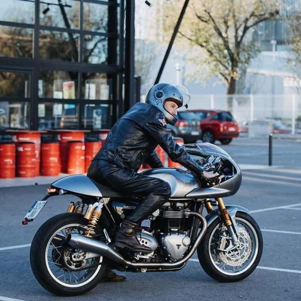 @alcoleaalfonso on his Triumph Truxton R