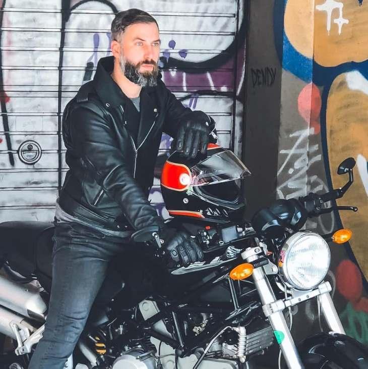 On my Ducati S2R!! ♠️🏍️♠️ _____________________ Helmet & gloves @shirohelmets 📷: @dafnepatruno