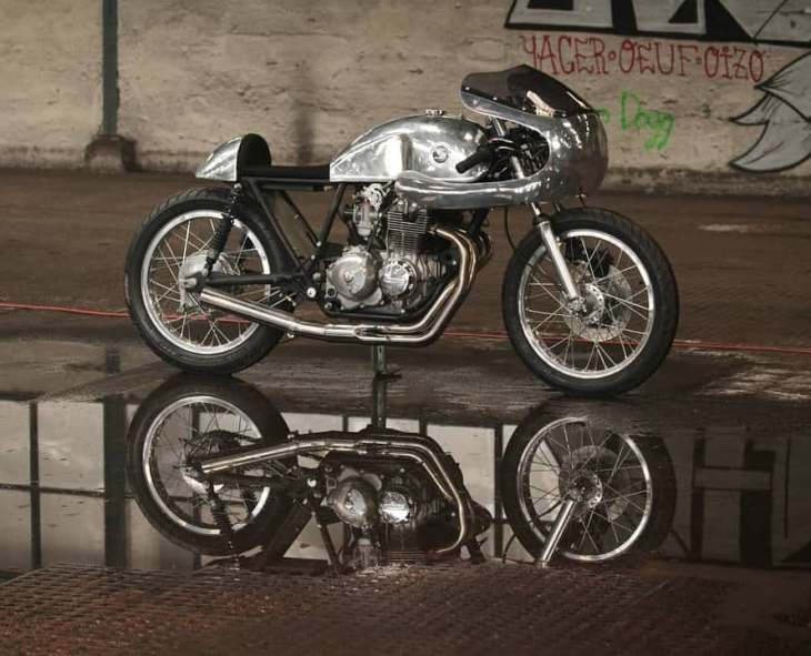 1975 CB400F – Reflections by @2vmotos