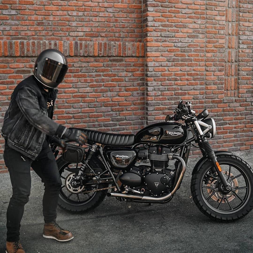 Triumph Bonneville by @motoxventure
