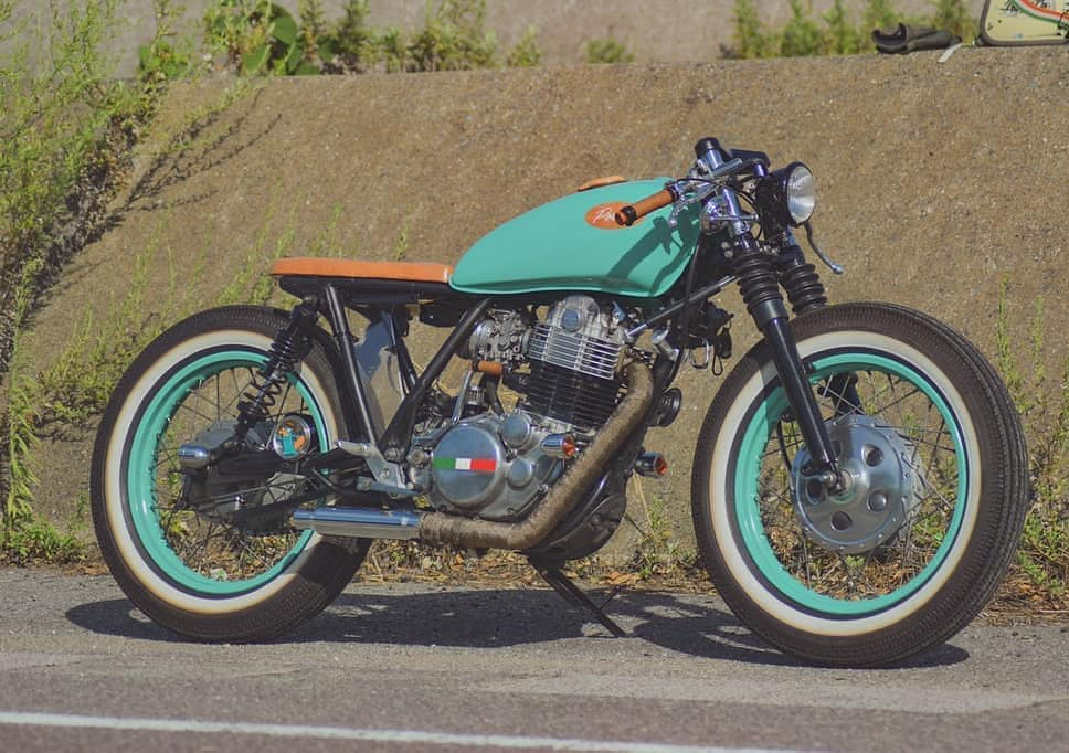 Yamaha SR400 by @porukashinichi