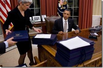 obama-signing-executive-orders