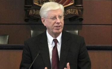 800px-Iowa_Attorney_General_Tom_J_Miller.jpg