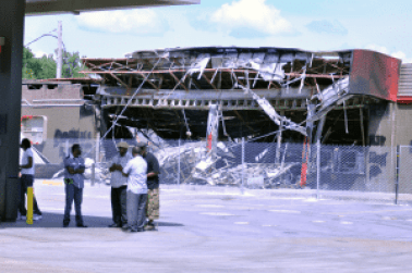 Burned out Quik Trip from earlier rioting. Photo credit: Loavesofbread (CC-By-SA 4.0)