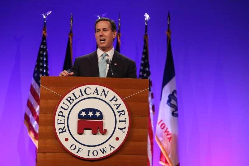 Former U.S. Senator Rick Santorum at the Iowa GOP Lincoln Dinner. Photo credit: Dave Davidson (Prezography.com)
