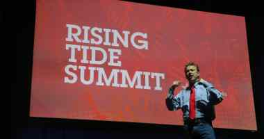 U.S. Senator Rand Paul (R-KY) at the 2015 Rising Tide Summit in Cedar Rapids, IA on 12/5/15. Photo credit: Dave Davidson (Prezography.com)