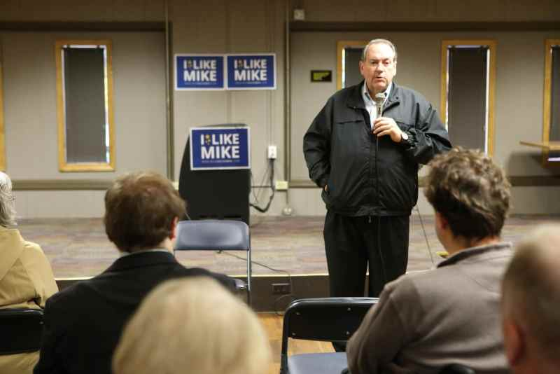 Former Arkansas Governor Mike Huckabee speaks to a group in Newton, IA. Photo credit: Dave Davidson (Prezography.com)