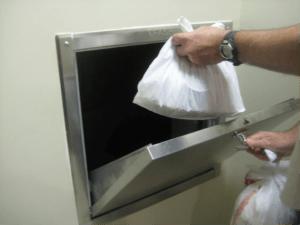 Lubang Sampah di HDB Singapura