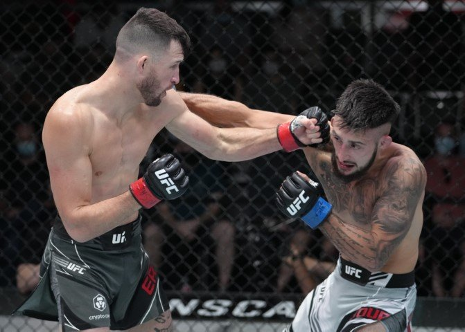 Erosa's size proved too much on Saturday for the flashy Charles Jourdain   MAFB: UFC Fight Night 191