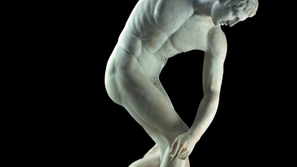 who sculpted the discus thrower