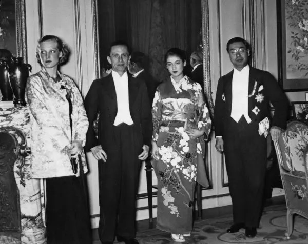 Premiere of the film 'The daughter of the Samurai' Ruth Eweler, Joseph Goebbels, Setsuko Hara, and Japanese ambassador Mushanokoji Kintomo.