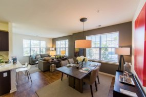 MODEL HOME INTERIOR AT STERLING PROPERTIES' RIVERGATE BORDENTOWN