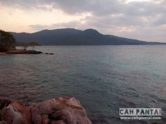 Sisi barat Karimun dari Pantai Nirwana