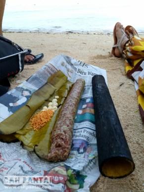 Keluarin bekal, nasi bakar bambu dengan tambahan snack