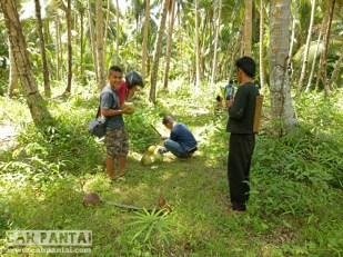 Dikasih kelapa sama warga desa