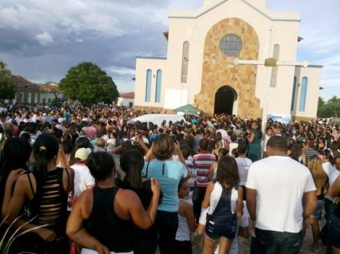 Multidão acompanhao a celebração religiosa (Foto: Igo Rafael/PortalMarvao)