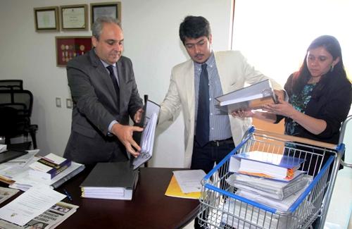 Foto 1 Entrega de documentos a comissão de transição foto Geraldo Furtado