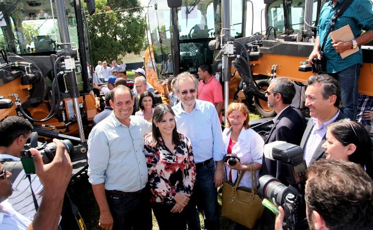 Foto 1 Governadora e ministro entregam 119 motoniveladoras foto Handson Chagas