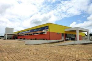 Foto 1 - Governadora inaugura hospital de Timbiras