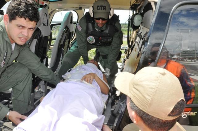 Foto 1 SES - vítimas do acidente em Bacuri são removidas  (Valdiana Goncalves foto Nestor Bezerra