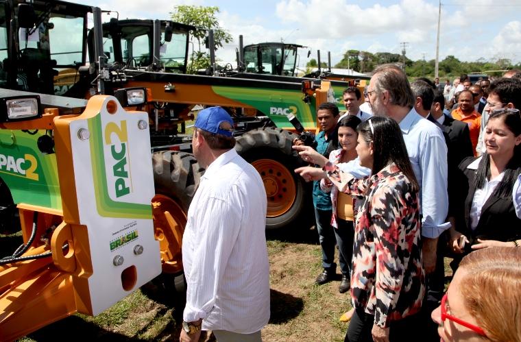 Foto 3 governadora e ministro entregam 119 motoniveladoras foto Handson Chagas-1