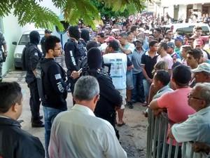 População da cidade de Castelo do Piauí está revoltada (Foto: João Pedro/Portal Mais Castelo)
