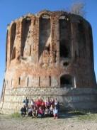 Gruppo di escursionisti presso la torretta Quezzi  nella traversata dei forti di Genova