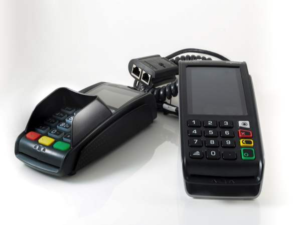 Louer terminal de paiement électronique fixe Ingenico Desk 5000 et son clavier code PINPAD Desk 1500