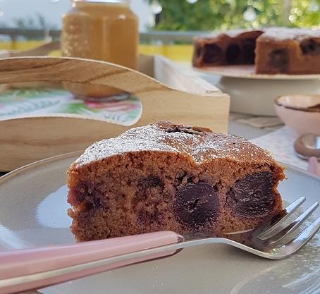 Anschnitt des Kirschkuchens mit Schokolade von Cake Confession