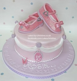 Image of a cake with sparkly shoes on top