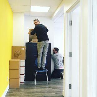 Pat et Francis font-ils du ménage ou préparent-ils un mauvais coup ? On ne sait plus trop#agencylifestyle#teambuilding#communicationagency#marketingagency