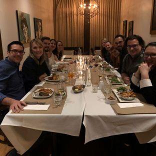 ?JOYEUX NOËL! ? Eh oui, vendredi dernier, on soulignait déjà le temps des fêtes avec un délicieux souper au Restaurant Auguste ⭐️ Des huitres et beaucoup de rires étaient au menu!