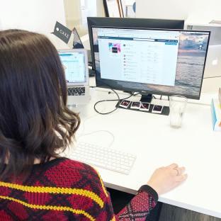 3 conseils express pour la bonne gestion d'une page Facebook professionnelle ? 1. Planifiez votre contenu pour qu'il soit toujours pertinent et intéressant, puis, programmez vos publications pour économiser du temps.  2. Connaissez les habitudes de vos fans. Par exemple, savez-vous à quelle heure ils sont connectés? Si vous l'ignorez, consultez les statistiques de votre page!  3. Montrez le côté humain de votre entreprise#communitymanager#agencylife#socialmediamarketing