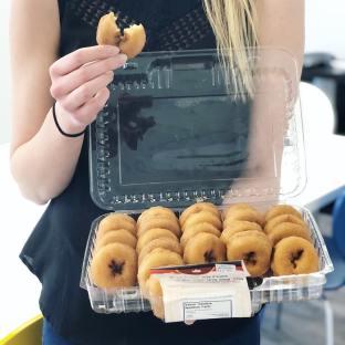 Le plaisir d'avoir @patisserieduquette parmi nos clients#mapledoughnuts#agencylife