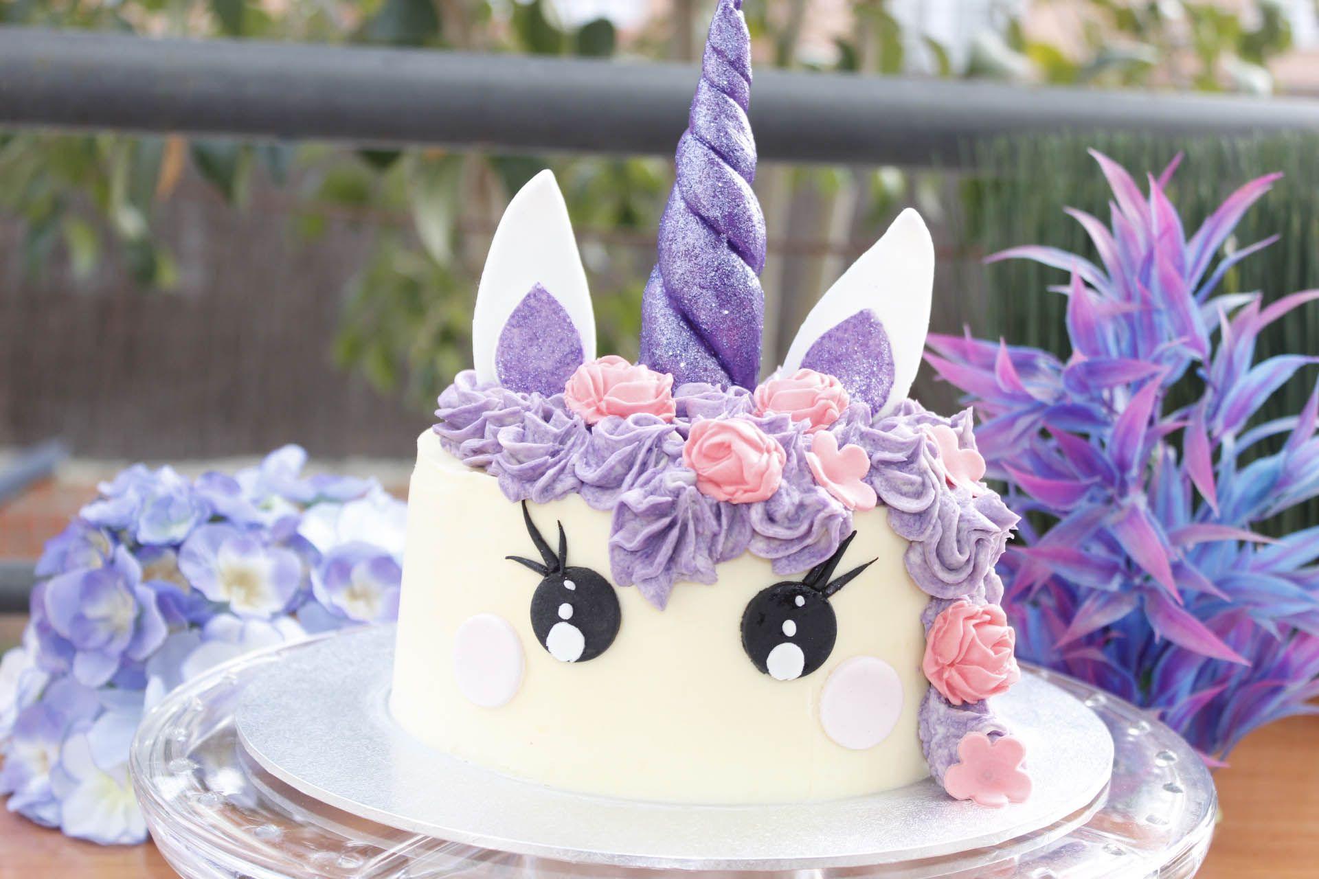 Tarta de unicornio morado