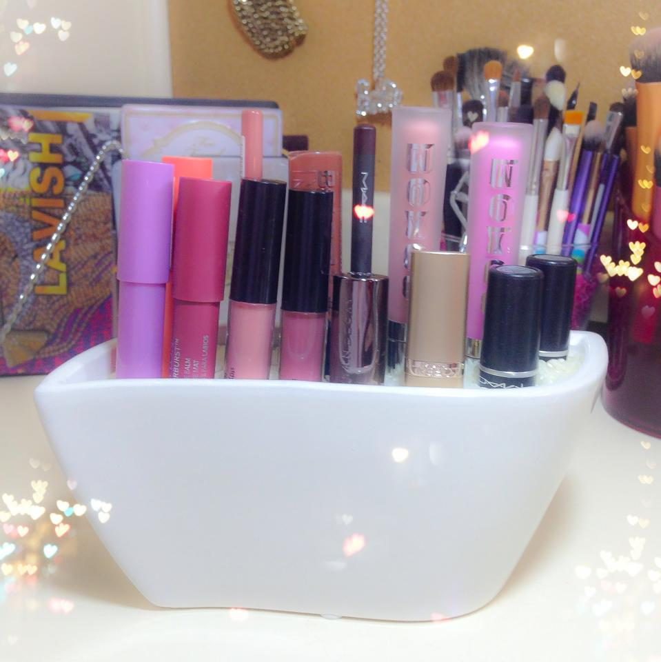 DIY makeup brush holder, DIY lipstick holder using an empty candle, diy lipstick, candle diy, use an empty candle