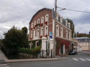 Yep, I would live there. Oh, wait, it's the AXA offices...