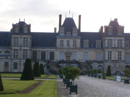 Along the main courtyard to THAT staircase (where Napoleon said his farewells)