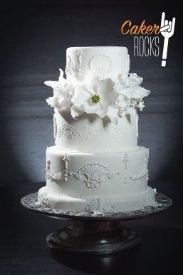 Blanca con flores de azúcar