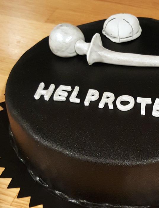Hip prosthetic cake - Helprotestårtan