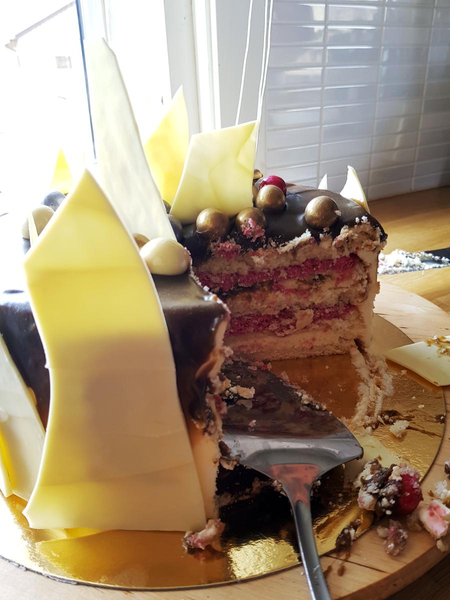 Passionsmousse och chokladmousse i Oscars tårta