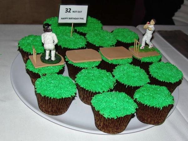 cricket-theme-birthday-cakes-cupcakes-7