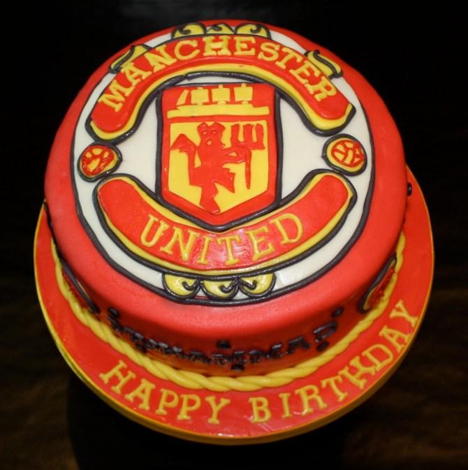 manchester0united-football-team-logo-cakes-cupcakes-mumbai-4