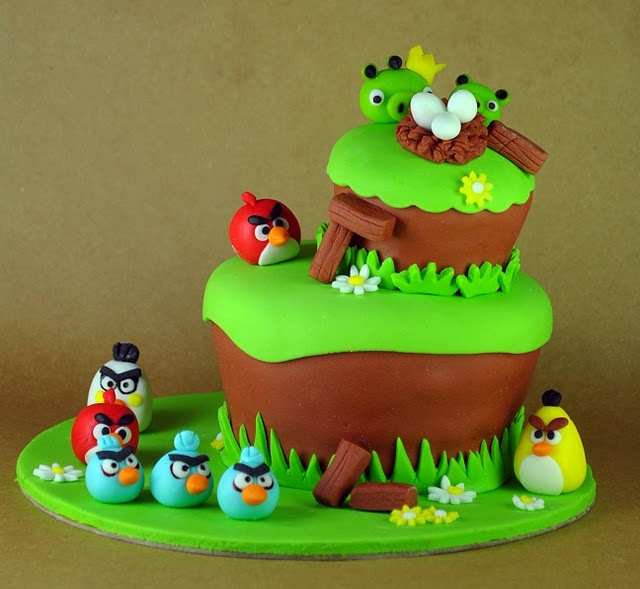 angry-birds-game-scene-designer-theme-birthday-wedding-engagement-cakes-cupcakes-mumbai-18