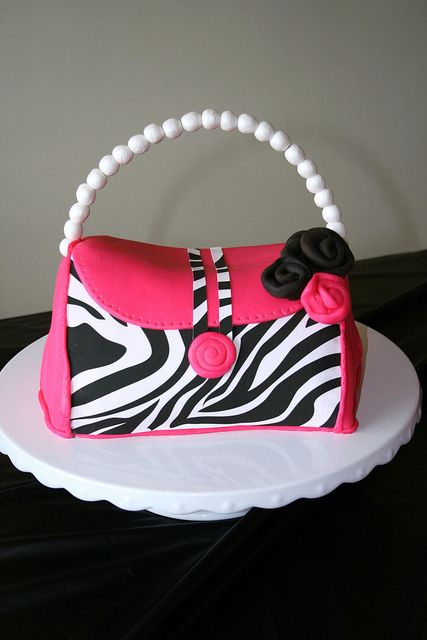 bag-designer-theme-birthday-wedding-engagement-cakes-cupcakes-mumbai-65