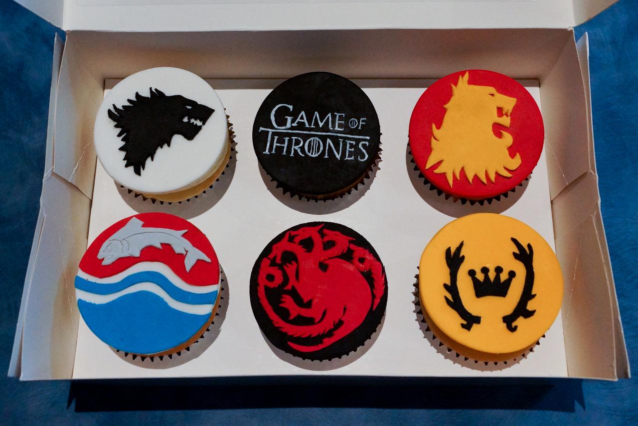 25-game-of-thrones-theme-designer-cakes-cupcakes-mumbai-14-sigil-cake-stark-targaryen-baratheon