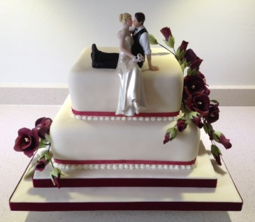 wedding cake ideas burgundy burgundy wedding cake cakes on sea 22906