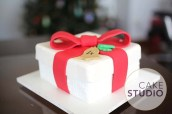 Bolo de caixa de presente de Natal feito por Cake Studio ( contato@cakestudio.com.br )