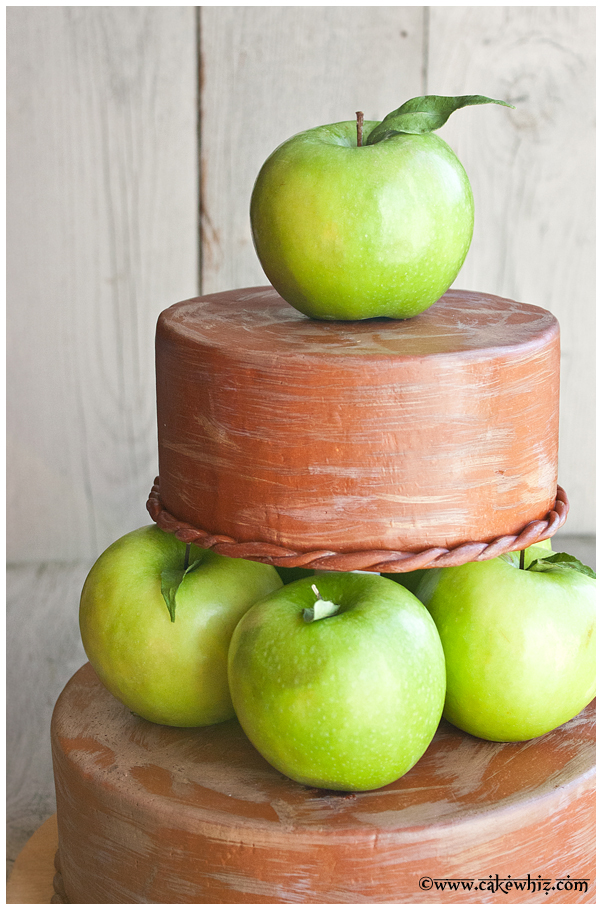 fall themed tiered apple cake 3